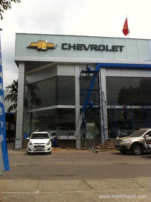 Thi công decor showroom Chevrolet An Thái