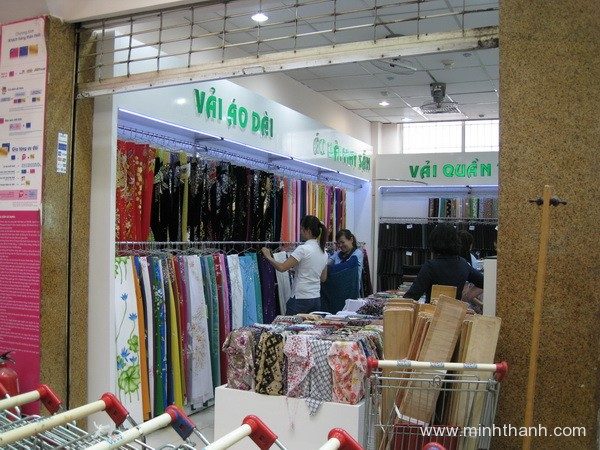 Decorate Dinh Tien Hoang silk shop's interior