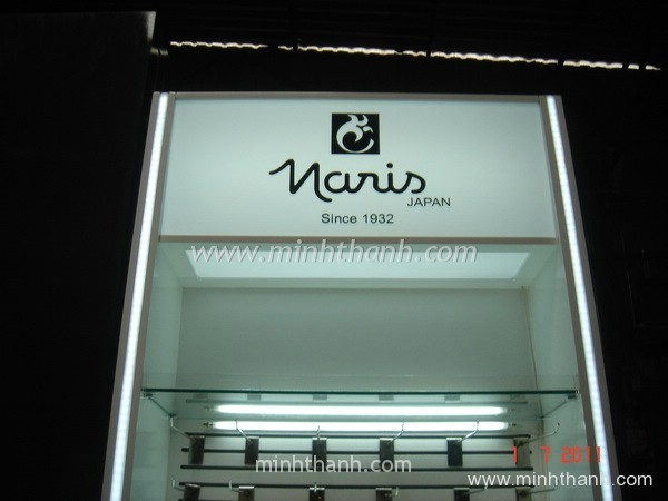 Naris cosmetics Display cabinets