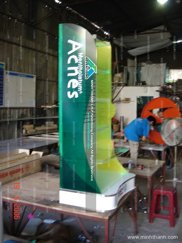 Manufacturing supermarket shelves for acnes / Sunplay / oxygen of Rohto
