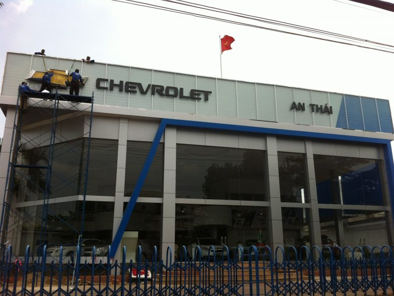 bang hieu showroom oto Chevrolet An Thai