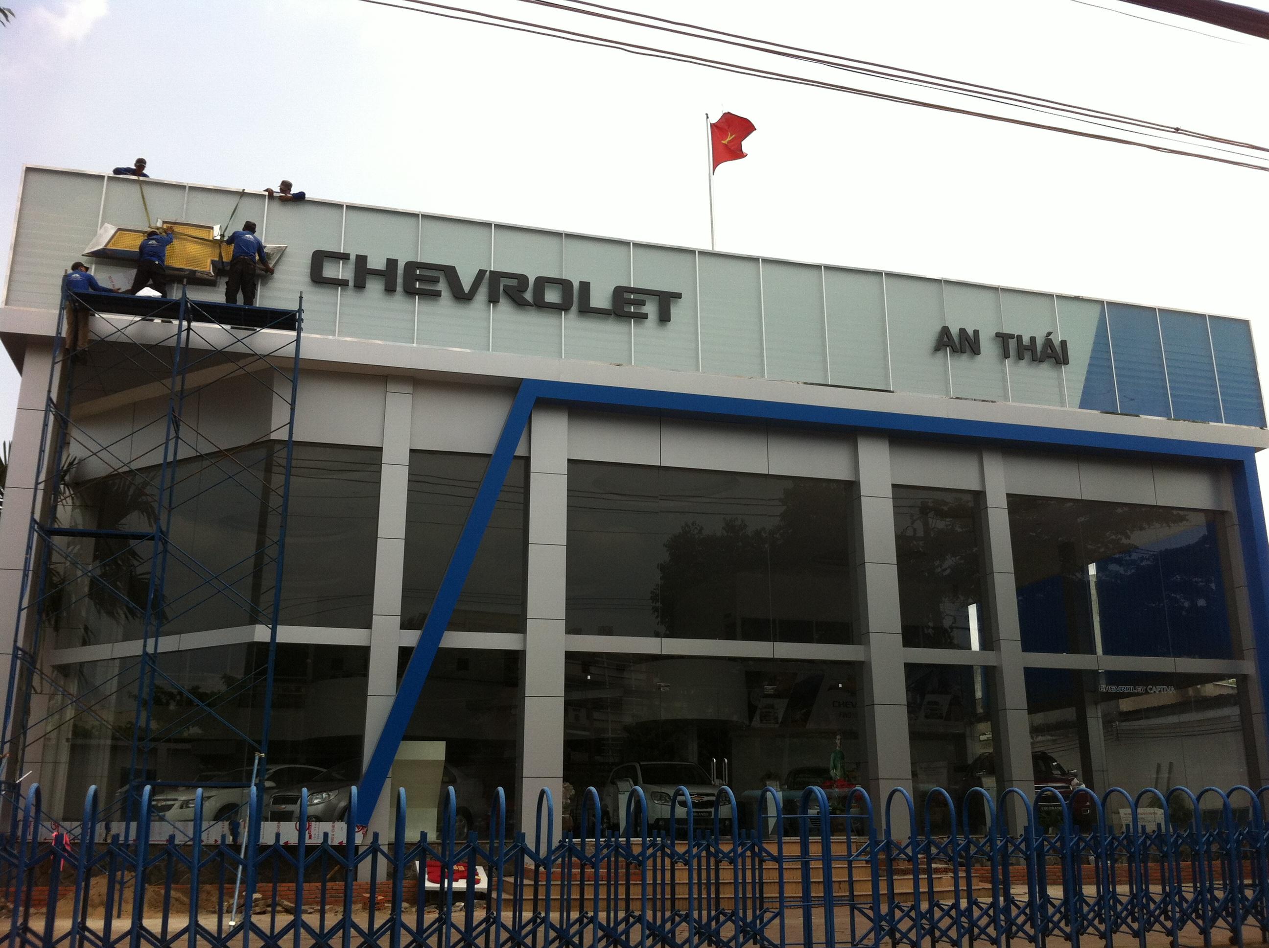 Thi công bảng hiệu showroom ôtô Chevrolet An Thái