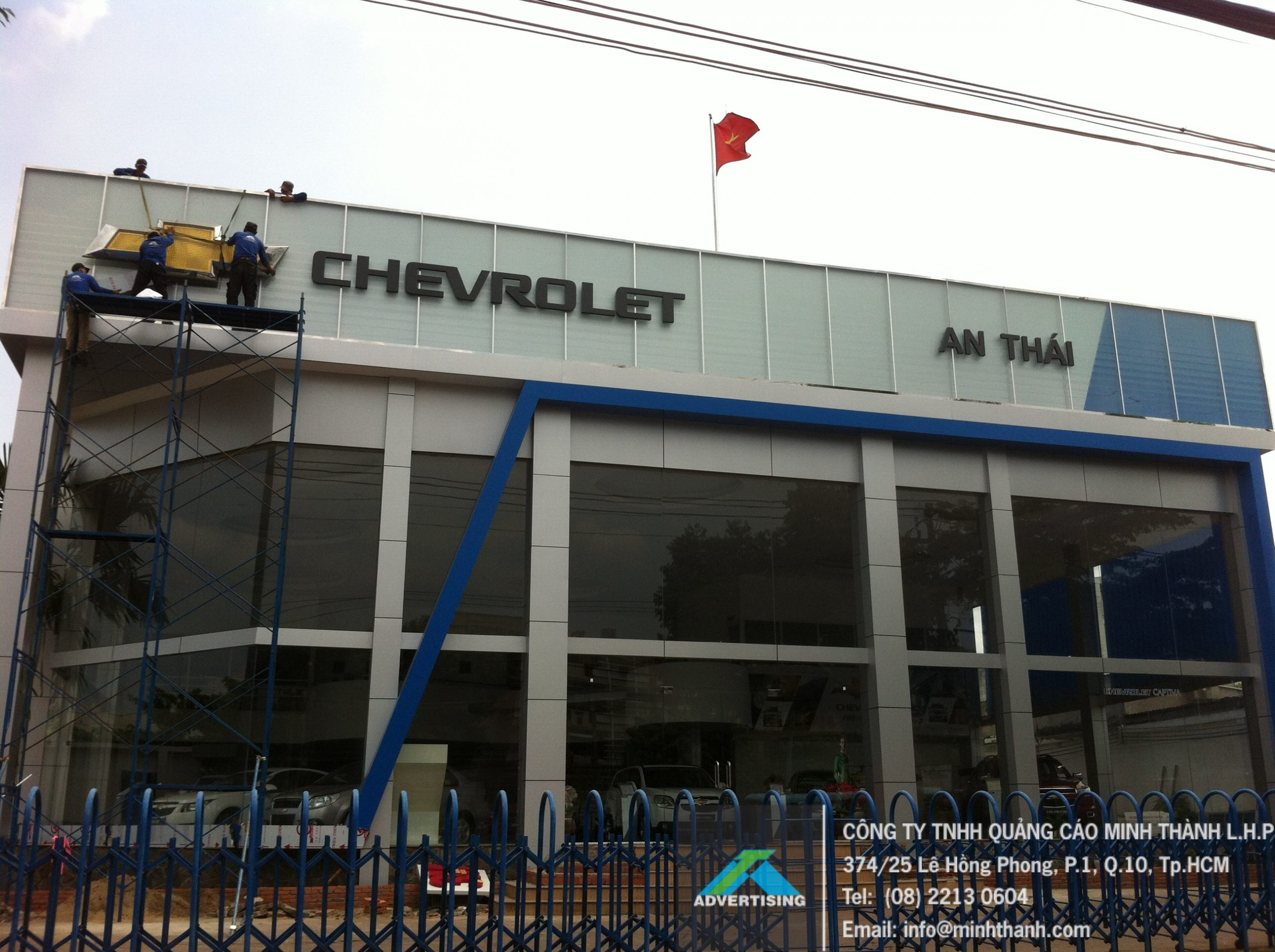 construction of car showroom signs Chevrolet An Thái