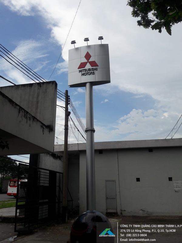 Thi công trụ quảng cáo ốp Alu Mitsubishi Motors