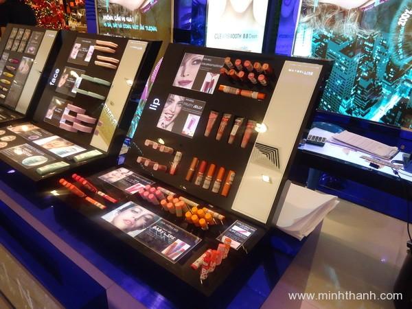 Produce Maybeline cosmatics display shelf
