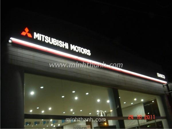 Sản xuất bảng hiệu quảng cáo Mitsubishi FUSO THD