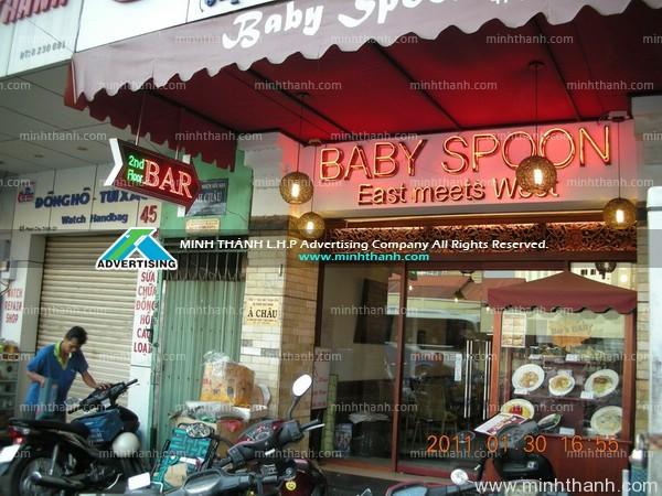 Đèn LED và bảng neon Baby Spoon Bar