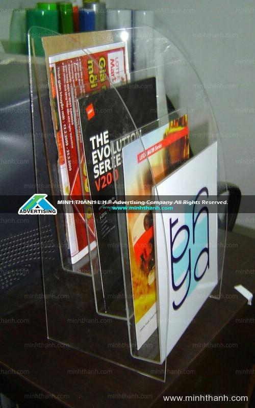 Biện báo, bảng tên phòng, kệ brochure Đại Học Y Dược