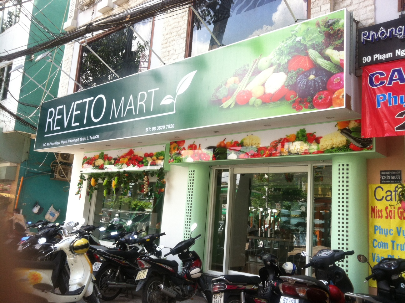Decor / Decorate Reveto cleaned fruits supermarket