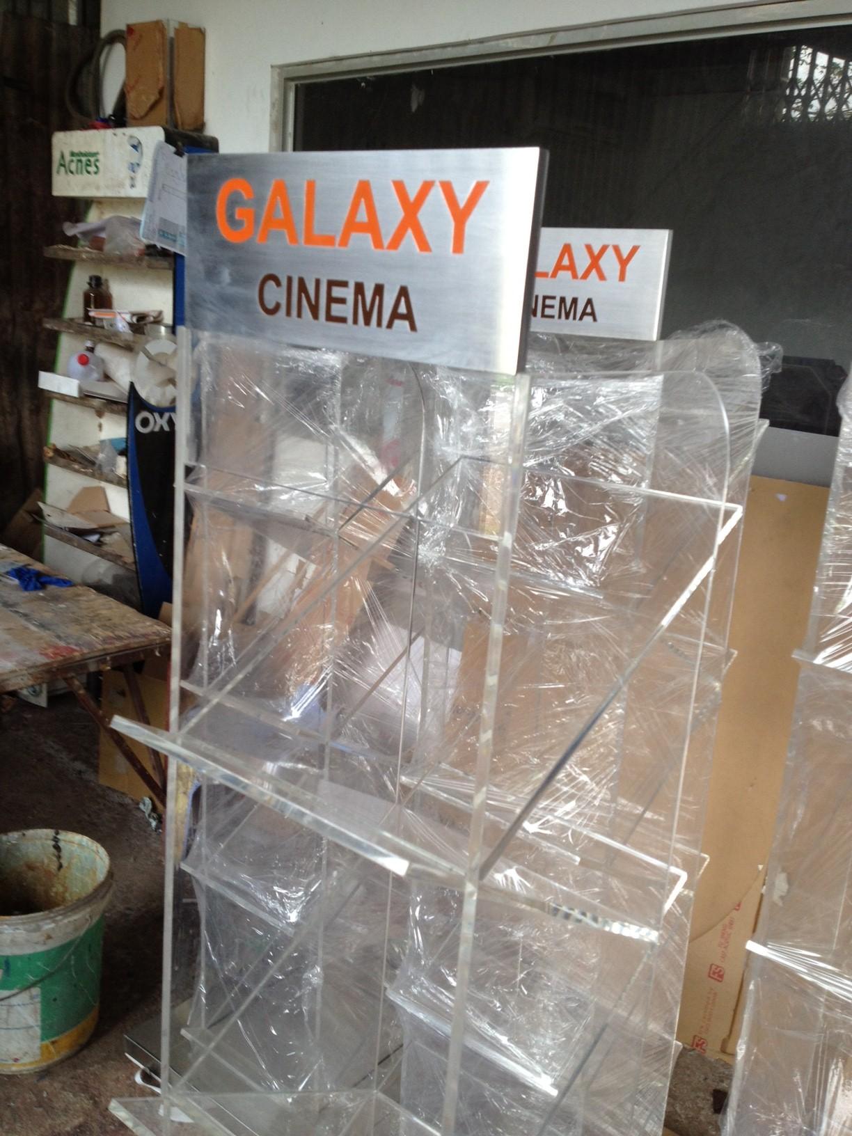 Sản xuất kệ mica brochure / leaflet cho Galaxy Cinema