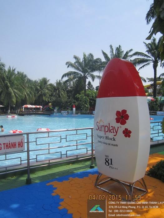 Manufacturing Sunplay Dam Sen bottle mockup